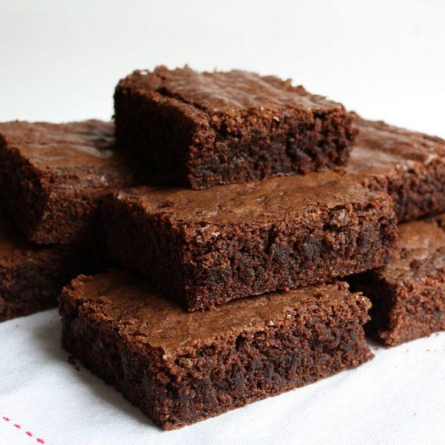 Cómo hacer brownies rápidos con cacao